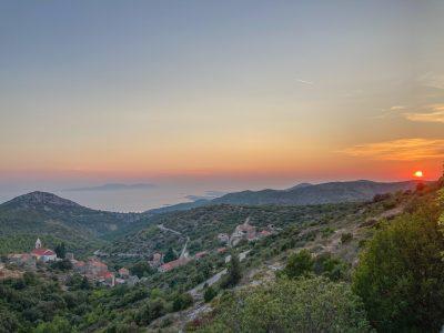 Hrvatski otoci imaju obilje sunčanih dana, zašto ne bi imali i obilje solarnih panela?